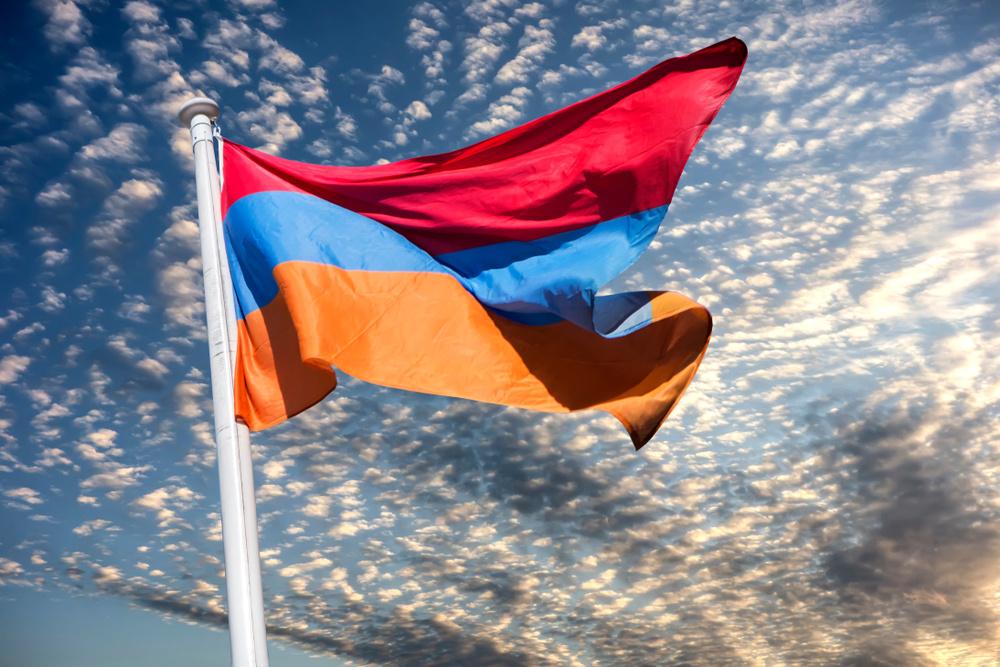 В Армении более десятка партий призвали привлечь к делу защиты страны экс-президентов и премьеров
