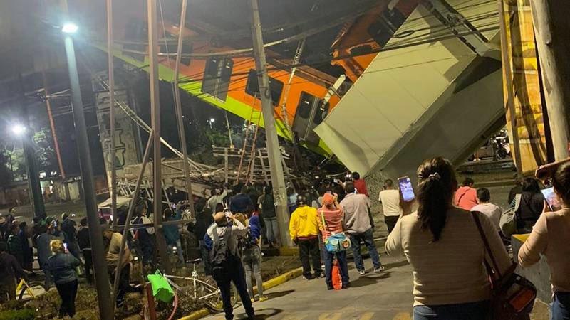 При крушении метромоста в Мехико погибло 15 человек