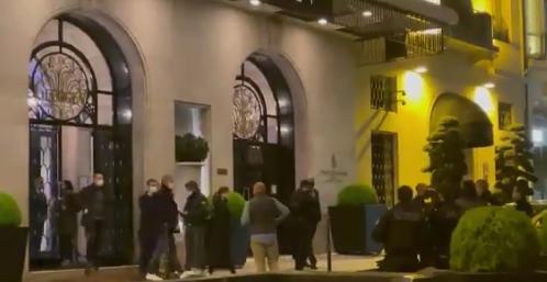 В Париже грабители вынесли из фешенебельного отеля драгоценности на 100 тысяч евро