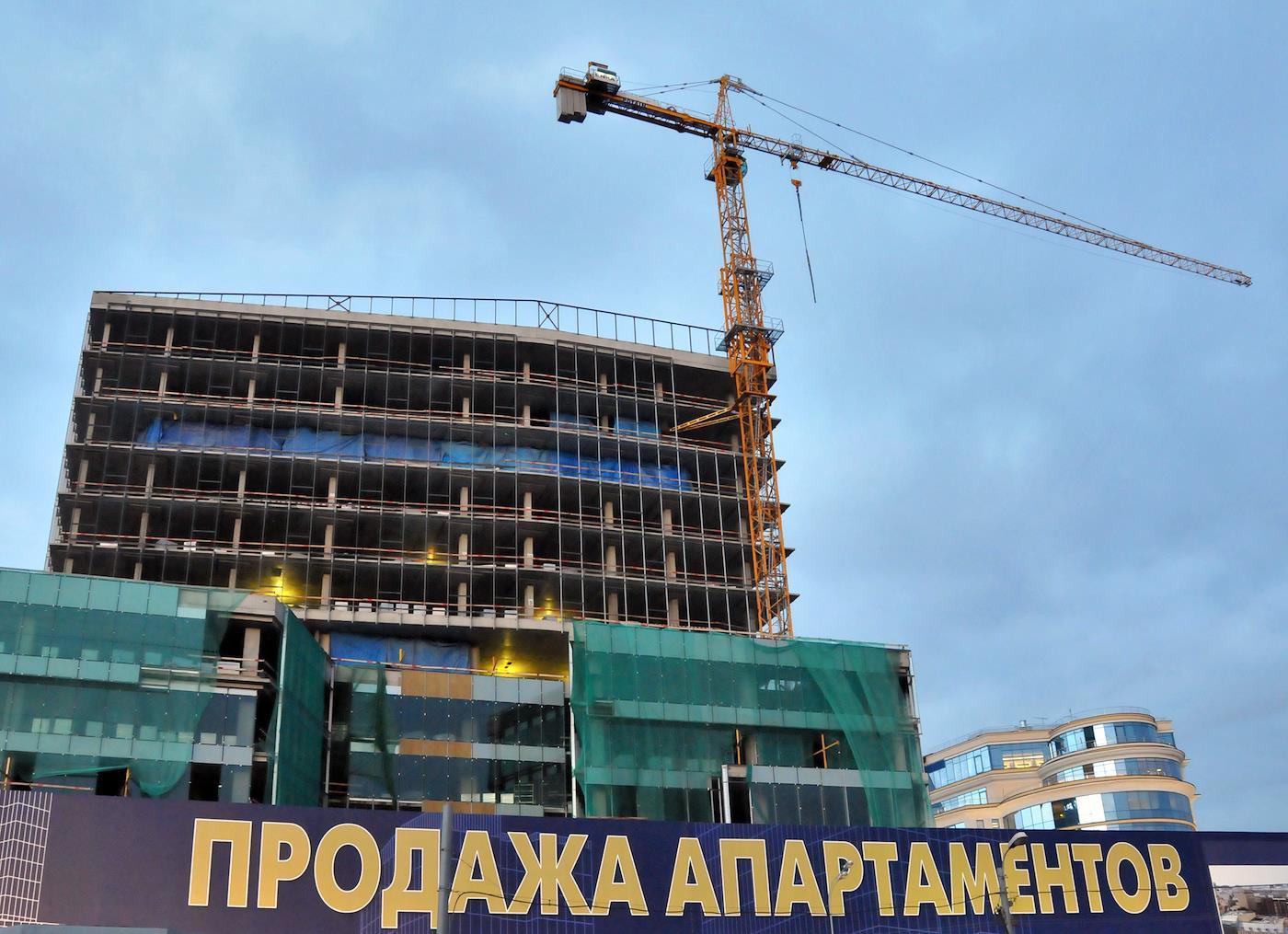 «Вы скоро перестанете строить, а как — мы придумаем». Минстрой попробовал «закошмарить» апартаменты, но пока дело пахнет амнистией